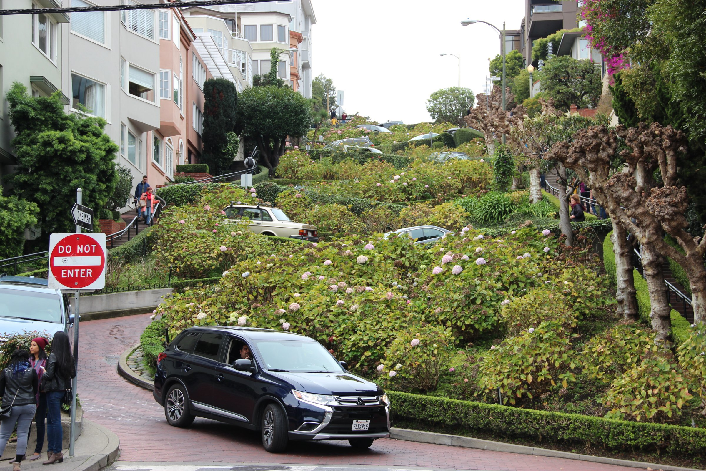 Cars And People On Lombard Street