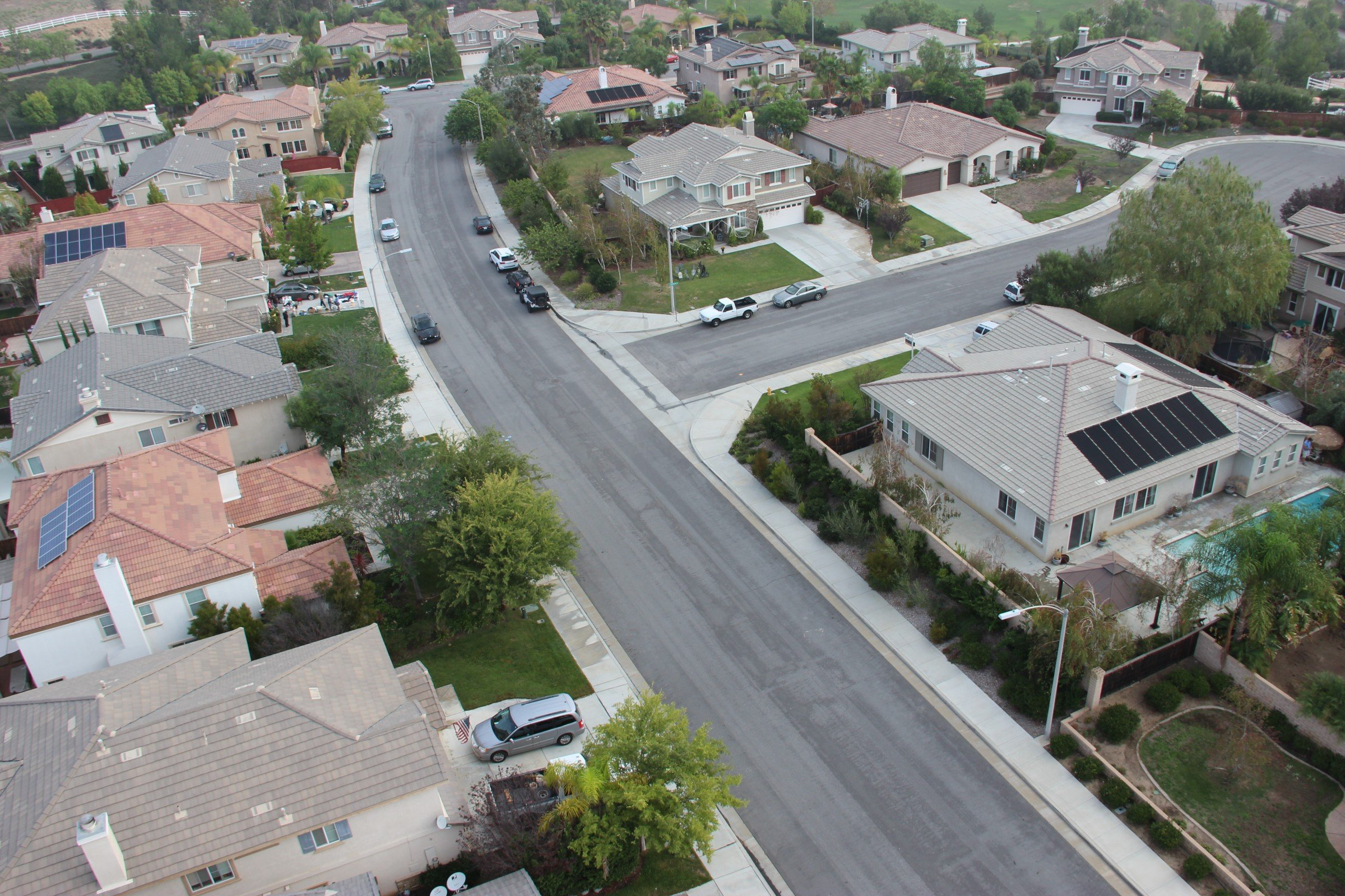 Free Stock Photo of Aerial View of Curved Street Through