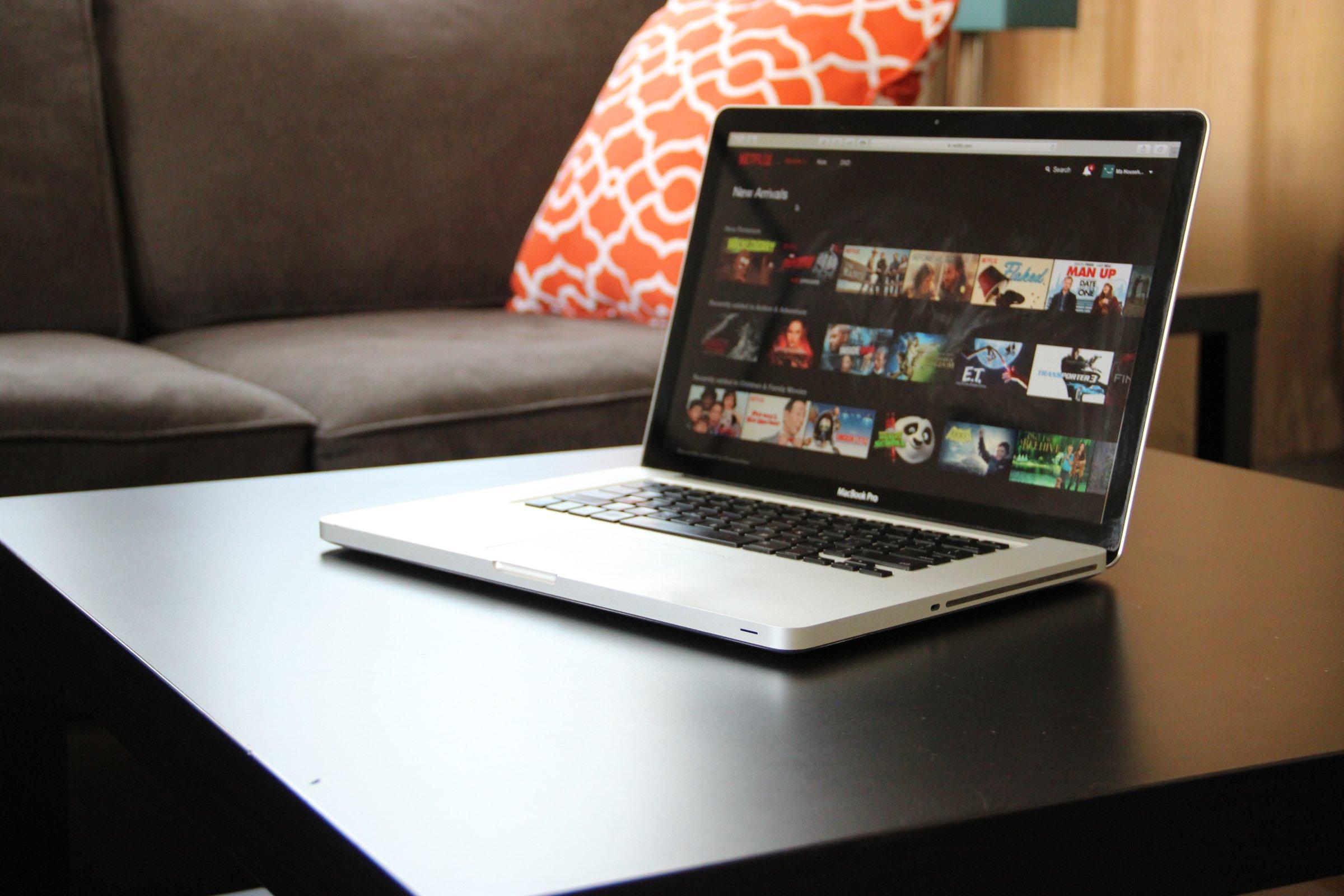 download netflix episodes on mac laptop
